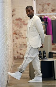 Kanye West paying a lil' visit to the Balenciaga store. Kanye West Style, Kanye West Video, White Suits, Raining Men, Comme Des Garcons, My Guy, Swagg, Bandeau Outfit, Moda Masculina