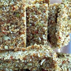 Snack Attack Raw Bar (gluten, dairy, egg free) – Musings on (healthy?) food - you will never buy a muesli bar again Raw Food Recipes, Snack Recipes, Cooking Recipes, Healthy Recipes, Hemp Seed Recipes, Freezer Recipes, Freezer Cooking, Gf Recipes, Healthy Breakfasts