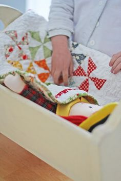 V and Co.: tutorial: baby doll quilt