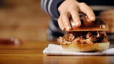 Un Día de Acción de Gracias sin salsa de arándanos no tiene gracia. ¿Pero qué hacemos con los sobrantes? Está claro: ¡haz una salsa de chipotle y arándanos!