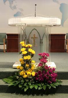 Flower Arrangement Designs, Church Flower Arrangements, Floral Arrangements, Alter Flowers, Church Flowers, Altar Decorations, Flower Decorations, Arte Floral, Ikebana