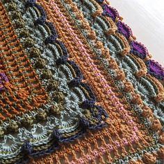 """[gallery ids=""""1612,1617,1610″ type=""""square""""] Äntligen dags att släppa mönstret till sjalen """"Lost in Time"""". Namnet kom sig av att jag tyckte sjalen hade en vintag…"""