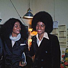Young Michael Jackson, Photos Of Michael Jackson, Jackson Family, Jackson 5, Beautiful Smile, Black Is Beautiful, Gold Pants, The Jacksons, Diana Ross