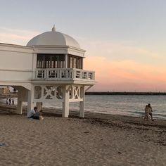 #LaCaleta es un símbolo de #Cadiz. Qué te parece este antiguo balneario? #cadizmehizoami #unavidaviajera