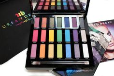 Holiday Technicolor awesomeness from @UrbanDecay http://www.monroemisfitmakeup.com/2016/12/urban-decay-full-spectrum-eyeshadow.html