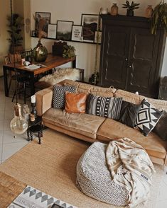 ― Tatjanaさん( 「Deze kant van de woonkamer laat ik niet zo vaak zien omdat ik nooit echt blij was met onze eethoek. Boho Living Room, Interior Design Living Room, Home And Living, Living Room Designs, Living Room Decor, Living Room Inspiration, Home Decor Inspiration, House Rooms, Cozy House