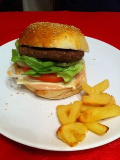 Pain + sauce hamburger - thermomix Fun Cooking, Street Food, Entrees, Chicken, Ethnic Recipes, Voici, Pains, Pizza, Ravioli