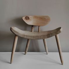 Japanese Chair, Japanese Furniture, Cottage Furniture, Wood Furniture, Furniture Design, Wood House Design, Wood Arm Chair, Wabi Sabi, Diy Home Decor