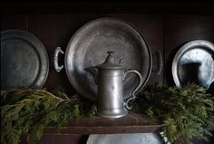 pine with pewter Primitive Living Room, Primitive Furniture, Primitive Decor, Cottage In The Woods, Old Fashioned Christmas, Christmas Mood, Antique Pewter, Old World Charm, Primitive Christmas