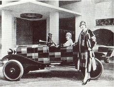 Sonia Delaunay-Terk and a companion wearing clothing of the artist's design and with a Citroen decorated by her. 1925 Sonia Delaunay produced works according to the principles of simultaneous. Sonia Delaunay, Robert Delaunay, Tristan Tzara, Belle Epoque, Piet Mondrian, Art Quotidien, Louise Brooks, Razzle Dazzle, Art Moderne