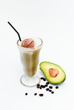 Float Avocado Coffee >> Kopi Kental, Avocado Base, Susu, Es Krim Cokelat. IDR 19,5K