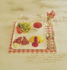 * オムライスプレート * . . メルカリにて今週中に販売予定です . . #ミニチュア #ミニチュアフード #ドールハウス #ハンドメイド #ハンドメイド雑貨 #オムライス #オムライスプレート #メルカリ #miniatures #miniature #miniaturefood #dollhouse #handmade #handicraft #polymerclay #omeletterice #dailypic #mercari