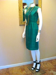 Ava Gardner Dress. Vintage 50s Dress. Brilliant Emerald Green Shantung Raw Silk Sheath. Pencil Wiggle Mid Century Mad Men.  Sleeveless. XS S...