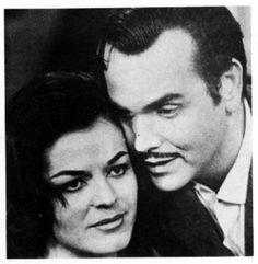 En sus comienzos Rctv tuvo un espaco llamado La Telenovela Camay donde el patrocinador era el Jabon de esa marca,en la foto Agustina Martin y Carlos Camara en un capitulo de la telenovela Camay.eran los años 50s y los comienzos de la television  Venezolana.