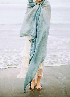Recomeçar  Quero sentir o sol Banhar-me no mar Lavar corpo e alma Recarregar...  Quero ver as estrelas A lua brilhar Deitar na grama  Relaxar...  Quero pegar uma estrada Seguir um caminho Sem rumo Vagar...  Quero uma nova história Um novo tempo Novo começo Recomeçar... LoRy