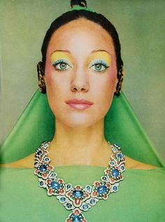 Marisa Berenson photographed by Gianni Turilazzi for Vogue, 70s Fashion, Fashion Beauty, Vintage Fashion, Jewelry Ads, Vintage Jewelry, Jewellery, Bvlgari Necklace, Retro Makeup, 1970s Makeup