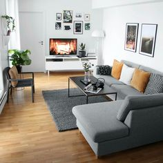 New Home Decor Ways To Decorate A minimalist living room grey couch only in times home design Bracel Living Room Colors, Living Room Grey, Home Living Room, Room Decor Bedroom, Apartment Living, Interior Design Living Room, Small Living Room Designs, Apartment Couch, Apartment Inspiration
