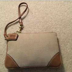 Small Coach Wrislet Price is Firm willing to trade Brand new Bags Clutches & Wristlets
