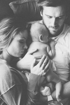 newborn family portrait | Alissa Saylor Photography hope this is us one day! awwwwwwwwww so cute