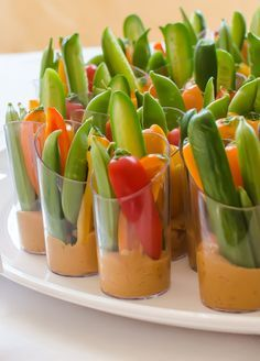 Several of you asked me about the crudité and hummus cups I served at the wedding I've been sharing with you this week. These are one of my favorite make-ahead appetizers for a big group; it's so nice to have some fresh, crunchy vegetables in an easy-to-eat format. Here are a few tips for making these really stand out.