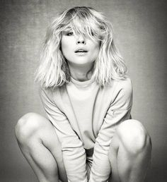 Debbie Harry or Deborah Harry is an American singer, songwriter, model and actress, known as the lead singer of the new wave band Blondie. Blondie Debbie Harry, Debbie Harry Hair, Debbie Harry Style, God Save The Queen, Portrait Studio, Punk Princess, Beauty And Fashion, Punk Fashion, Fashion Art
