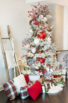How to Decorate a Festive Wintry Rustic Christmas Tree - The Everyday Hostess Flocked Christmas Trees Decorated, Pretty Christmas Trees, Christmas Tree Themes, Rustic Christmas, Christmas Home, Christmas Lights, White Christmas, Christmas Wreaths, Christmas Vacation