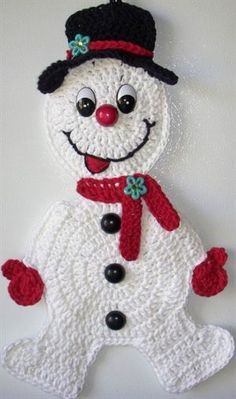 Crochet snowman, wall deco, by Jerre Lollman Evans Evans Gerlach I should make this for you.I know you don't have one of these in the army yet.it'd be like the stay puff marshmallow man of the group.Ravelry: Crochet Snowman Applique pattern by Samant Christmas Tree Skirts Patterns, Crochet Christmas Ornaments, Christmas Crochet Patterns, Holiday Crochet, Cute Crochet, Crochet Crafts, Yarn Crafts, Crochet Projects, Crochet Snowman