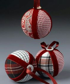 13 Easy DIY Christmas Ornaments For A Personalized Tree Decor Looking for some inexpensive DIY ornaments for your Christmas tree? Take a peek at my favorite list of easy DIY Christmas tree ornaments and be inspired! Fabric Christmas Ornaments, Handmade Ornaments, How To Make Ornaments, Christmas Decorations, Christmas Trees, Half Christmas, Beaded Ornaments, Handmade Decorations, Glass Ornaments