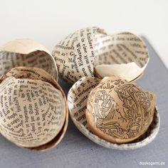Bookogami-Eier: Mit Buchseiten beklebte Hühnereihälften