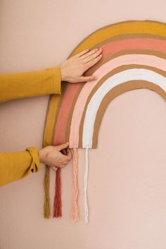 DIY rainbow wall decoration - Art and Illustration - Baby Diy Diy For Kids, Crafts For Kids, Diy Crafts, Party Crafts, Upcycled Crafts, Ideias Diy, Rainbow Wall, Diy Décoration, Easy Diy