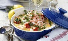 Extra läcker blir fiskgrytan med både lax och torsk samt räkor. Du lagar den på en halvtimme!