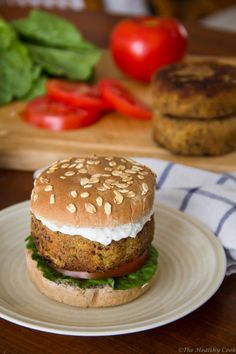 Chickpea Burger with Tzatziki – Burger Ρεβιθιών με Τζατζίκι - The Healthy Cook Chickpea Burger, Appetizer Sandwiches, Vegan Recipes, Cooking Recipes, Food Time, Burgers, Clean Eating, Wraps, Yummy Food