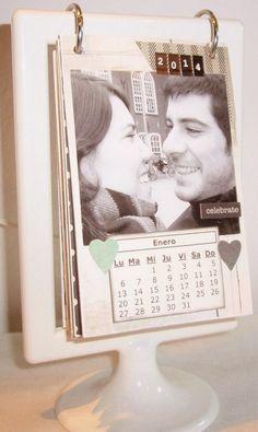 Este es un calendario que le he hecho a mi hermano Gonza con fotos con su Marta, para que pueda presumir de novia en la ofi! Es muy sen...