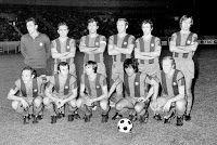F. C. BARCELONA - Barcelona, España - Temporada 1974-75 - Sadurní, Rifé, Torres, Gallego, De la Cruz y Costas; Clares, Asensi, Johann Cruyff, Sotil y Marcial - SELECCIÓN DE PARÍS 1 (Bianchi) F. C. BARCELONA 5 (Cruyff2, Marcial 2, Heredia) - 09/10/1974 - Partido amistoso - París, Francia, Stade du Parc des Princes