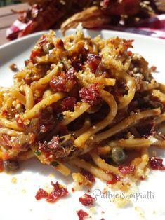 Gli spaghetti saporiti con peperone crusco sono una bontà di gusto. Preparati con ingredienti molto usati al sud sono resi croccanti dal peperone crusco.