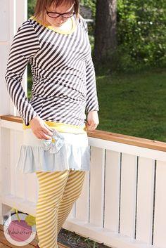 Mehukekkerit-blog post with Diagonal striped leggings and shirt from Organic cotton jersey! Graphite: http://en.nosh.fi/product/960/diagonal-stripes-graphite-natural-01m and Savannah yellow http://en.nosh.fi/product/961/diagonal-stripes-savannah-natural-01m