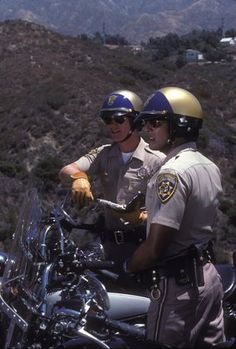 Jon and Ponch making sure everything is safe on the highway . 80 Tv Shows, 1970s Tv Shows, Old Shows, Radios, Larry Wilcox, Detective, Superman, Hot Men Bodies, Cop Show