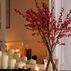 H E E L  V E E L  K A A R S E N  TIP: Heel veel kaarsen Kaarsen zijn de sfeermakers bij uitstek! Verzamel allerlei glaasjes en kaarsen en plaats deze op een dienblad en steek ze allemaal tegelijk aan. Ook mooi zijn een grote waxinelicht houder die je op de kast of vloer plaatst. Wat dacht je van kaarsjes in de badkamer? Sfeervol is ook een dienblad met hierop kaarsjes en kerstdecoraties.  Ook op zoek naar mooie kaarsen van RIVERDALE PTMD of accessoires om je interieur af te maken van o.a…