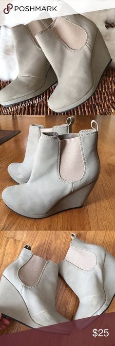 H&M Ankle Wedge Boots✨ This is a womens size 36 and best fits a size 5. Im a size 6 and its too tight. These are in great condition, there are minor scuffs but nothing major. Heel height is 4 inches, these are a light gray color. Please make reasonable offers H&M Shoes Ankle Boots & Booties