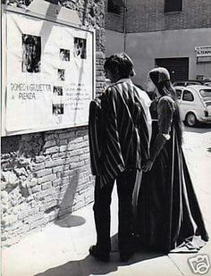 "Leonard&Olivia in set ""Romeo and Juliet"" - 1968 Leonard Whiting, William Shakespeare, Film Romeo And Juliet, Moving Movie, Olivia Hussey, Posters Uk, Rare Pictures, The Most Beautiful Girl, Fan Page"