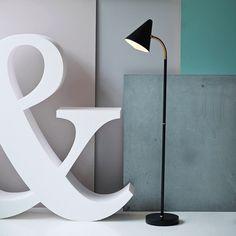 Design Belysning AS - Herstal Arrow Gulvlampe Messing - Herstal - Produsenter