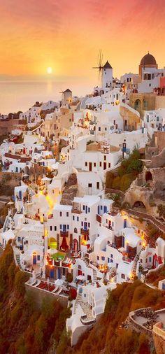 Typisch Griechenland. Foto einer traditionellen griechischen Stadt
