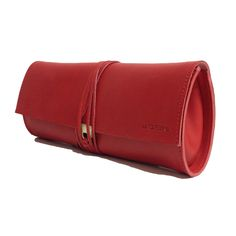 Comoda, appariscente e di classe. Ecco la nuova clutch in pelle rossa da portare con se negli eventi importanti #fashion #borsainpelle #madeinitaly #rosso #artigianato #tolfetana