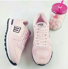 Pink! Por fin es viernes.  Nuevas #zapatillas deportivas raspe de Mustang