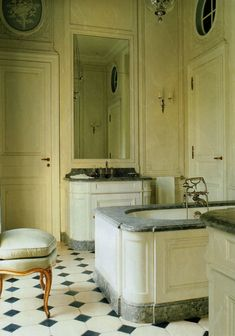 Home design and interior decorating is what VERANDA magazine is all about. Floor Design, House Design, Country Style Bathrooms, French Bathroom, Bathroom Modern, Old Bathrooms, Luxury Bathrooms, Rustic Bathrooms, Chic Bathrooms