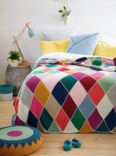 What a fun, colorful bedroom. Loving this Fabulous harlequin crochet throw!