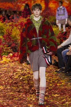 Moncler Gamme Rouge Fall 2017 Ready-to-Wear Collection Photos - Vogue