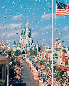 Opening day at Walt Disney World Disney zeichnungen Walt Disney World, Disney World Opening, Disney World Fotos, Disney World Pictures, Disney Pixar, Disney Worlds, Disneyland Opening Day, Walt Disney Paris, Disney Vintage