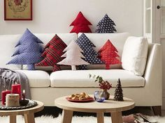 Make a bunch of these Christmas tree shaped cushions to make any room look more festive. Christmas Cushions, Christmas Pillow, Diy Christmas Ornaments, Christmas Projects, Christmas Tree Decorations, Christmas Sewing, Sewing Pillows, Diy Pillows, Pillow Ideas
