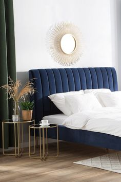 Classy Bedroom Wall Decor Ideas to Style Up Your Space - The Trending House Blue Headboard, Bed Headboard Design, Bedroom Bed Design, Bedroom Furniture Design, Home Room Design, Bed Furniture, Home Bedroom, Velvet Headboard, Beds Master Bedroom